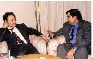 Суратда׃ Мустафо Жемил ўғли(чапда) ва Жаҳонгир Муҳаммад. 1995.